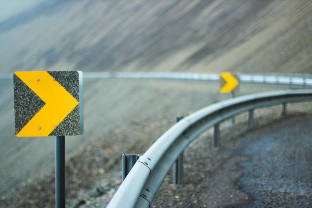 Kursaenderung Strasse Leitplanke