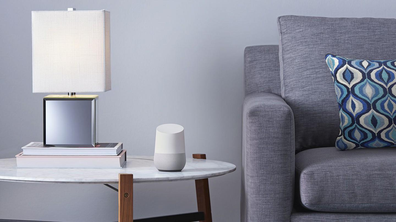 Google Home im Wohnzimmer (Bild: Google)