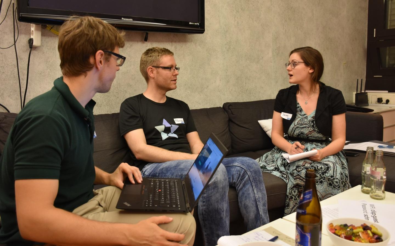 Andreas und Irina von jobify im Gespräch mit Tester Florian (Bild: Cliqz)